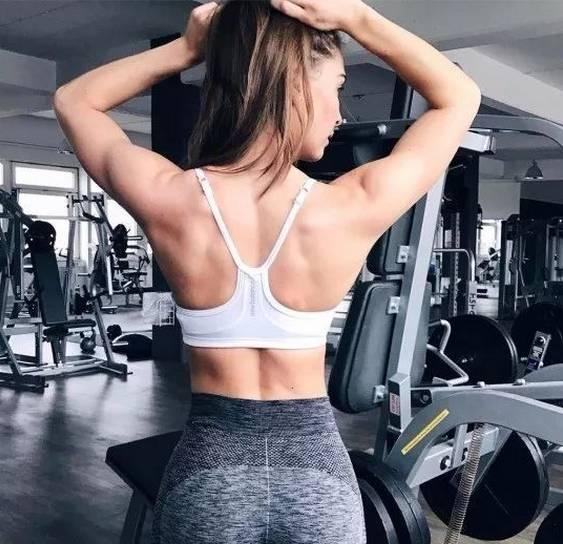 女生健身为什么要多练背?看完这3点你就明白
