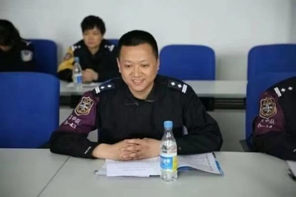 四川一网安支队长参加会议时突发疾病殉职 时年46岁
