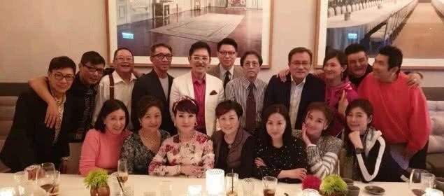谢霆锋妈办生日宴:曾为谢贤弃男友 67岁仍动人