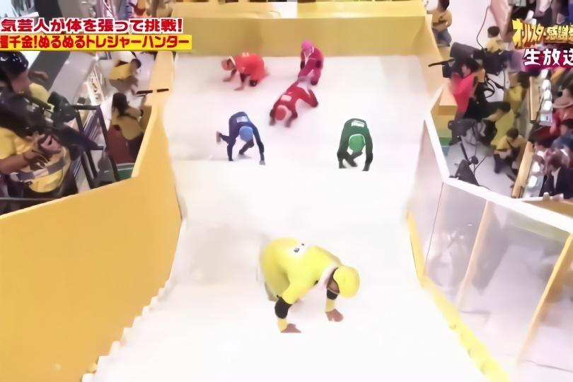 日本变态综艺 走上洒满润滑液的楼梯会是什么样的 巨搞笑