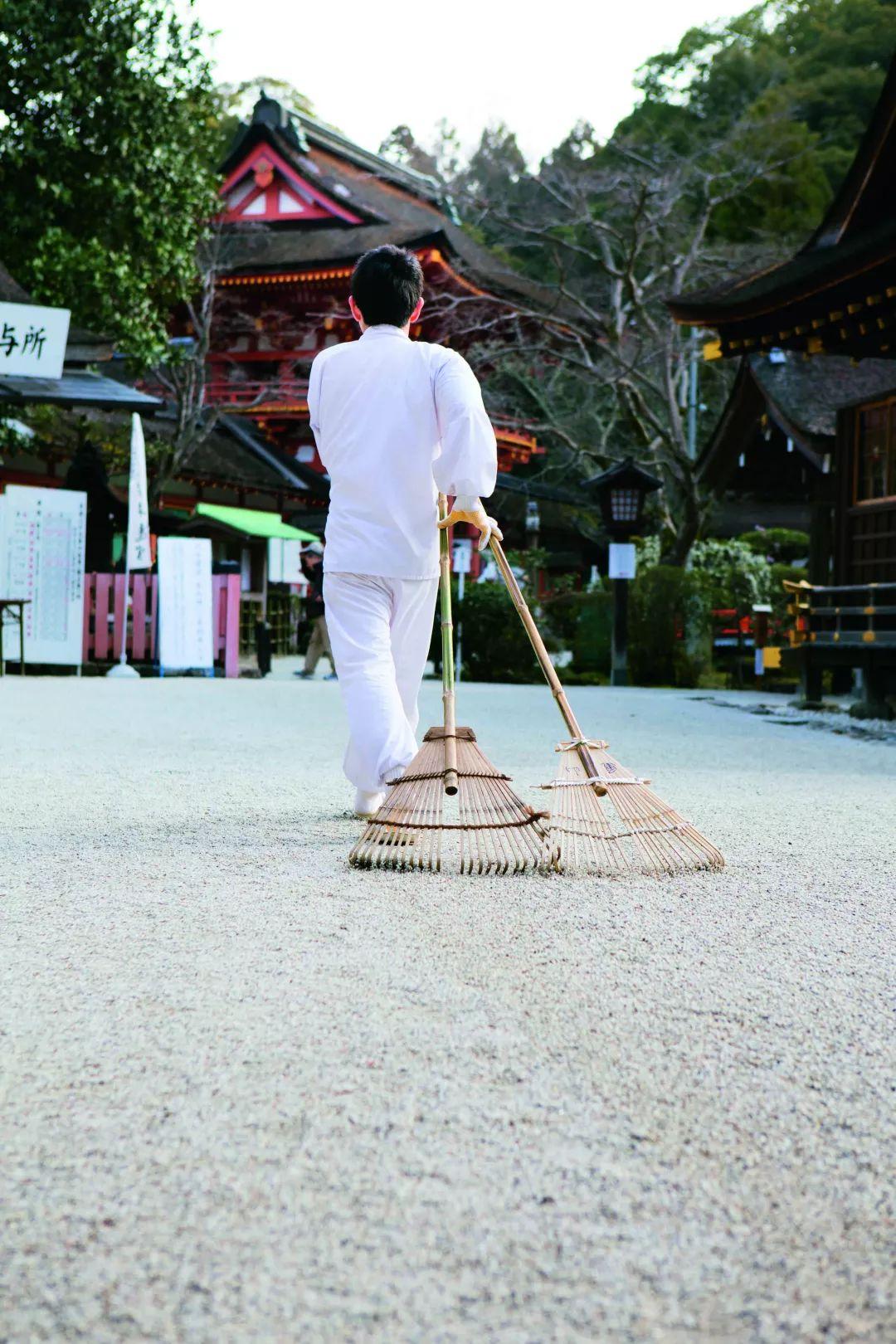 在京都最古老的神社里喝了一杯酒  恍惚到我今天还在晕