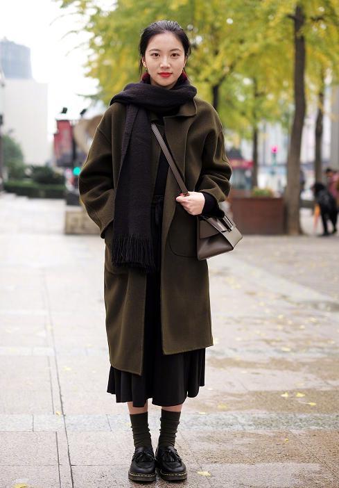 """气温不降反升 """"连累""""厚羽绒服和裘皮大衣销售"""