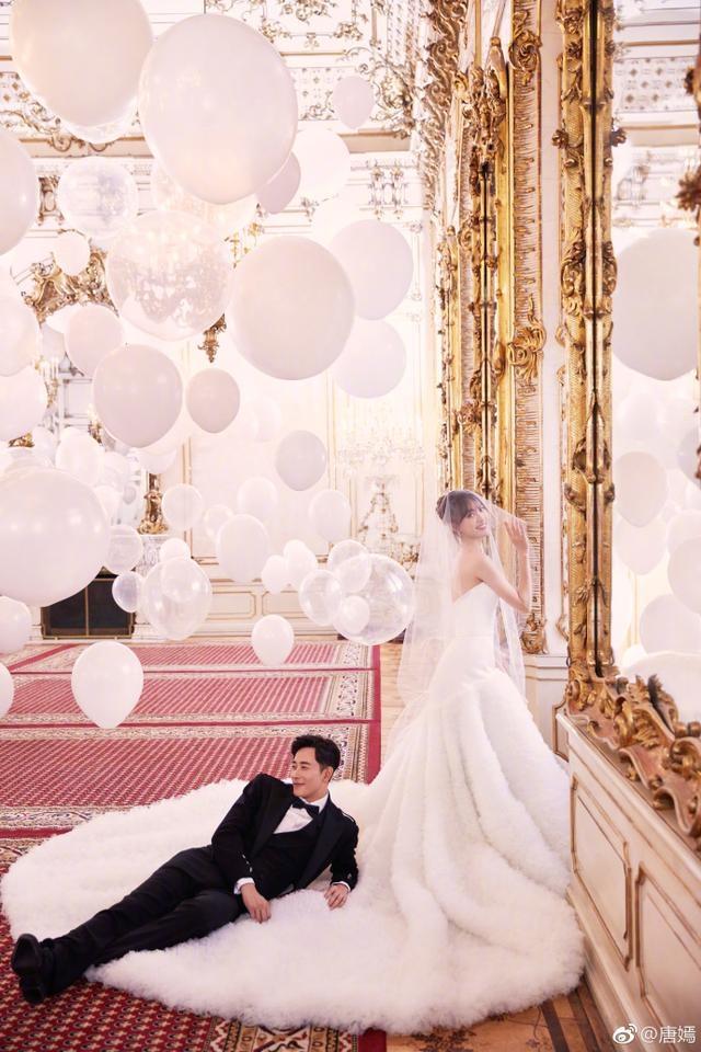 唐嫣罗晋公布婚纱照!同时晒出领证照互称:新郎、新娘!