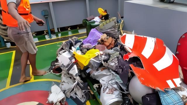 印尼客机多次申请返航,曾急速坠落