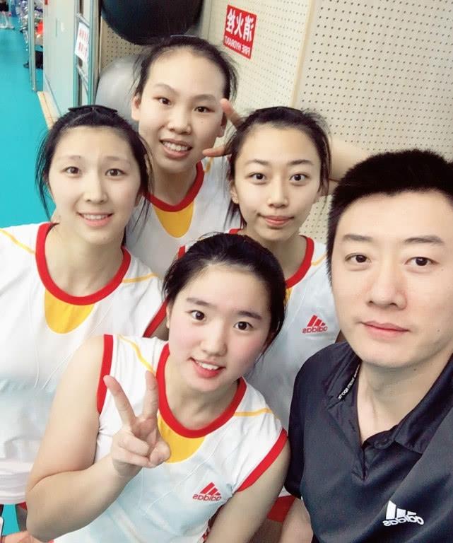 中国女排官方钦点6二传新星独缺她 身高1.89米打法神似冯坤