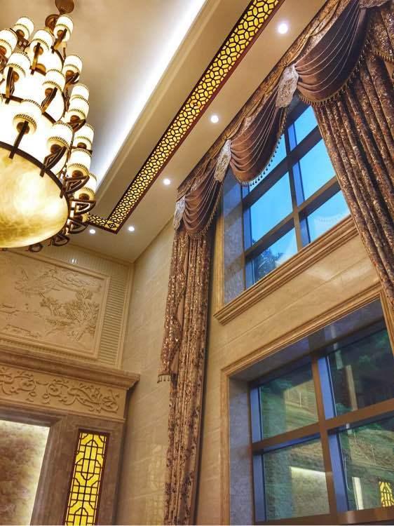 晒晒450万的自建别墅,一棵罗汉松4万!鸟语花香,别墅中八角窗理想带图片