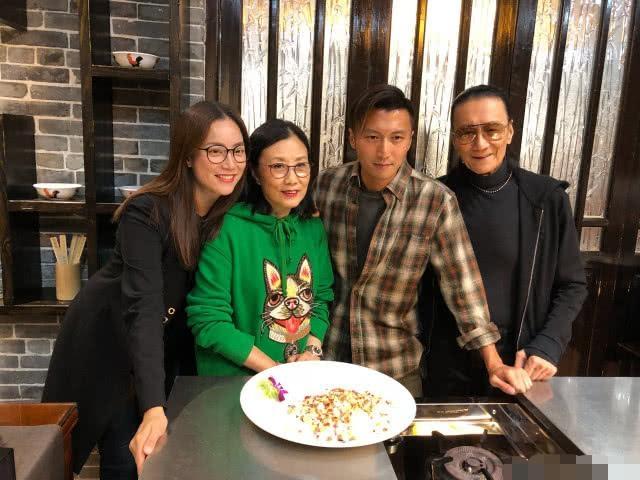 谢贤82岁高龄复出拍戏,已与女友分手的他聘请男保姆贴身照顾