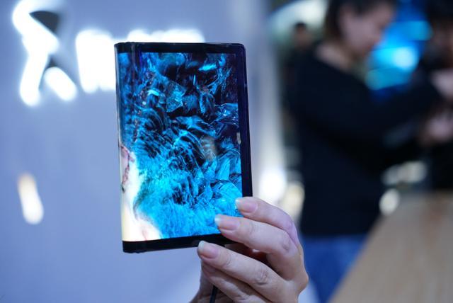 全球首款可折叠手机、平板产品发布,柔宇科技凭借黑科技成功吸粉