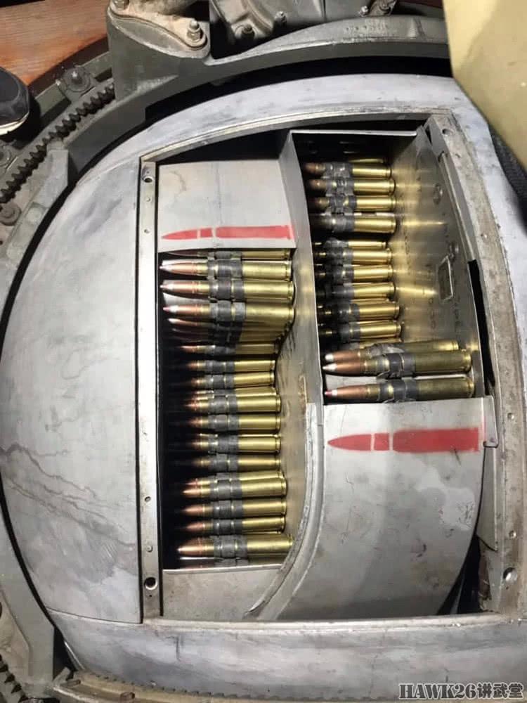 美国枪迷活动再添花样 轰炸机球形炮塔实弹射击