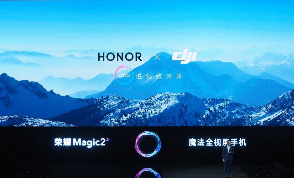"""同是滑盖手机,荣耀 Magic 2 的对手却是""""小爱同学""""?"""