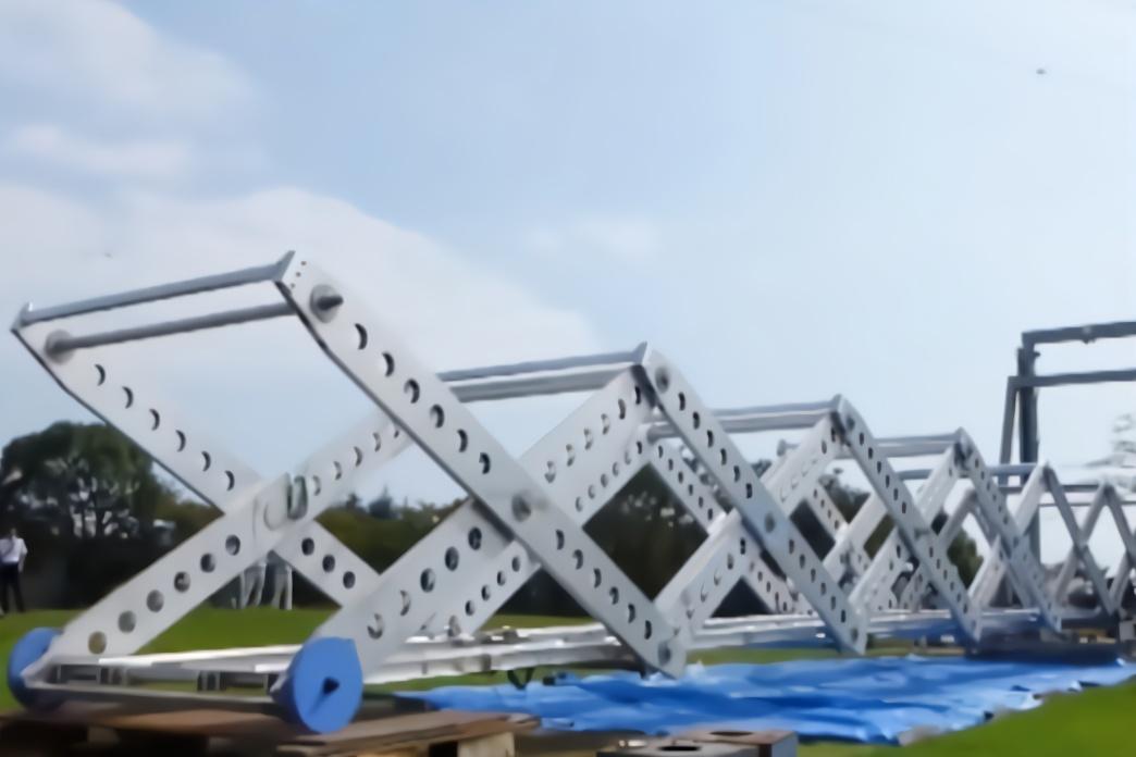 """日本研发出世界上首座""""折叠自架桥"""",承重12吨,10分钟就搭好"""