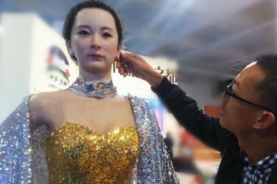 日本美女机器人,会哭会笑痛了还会叫,网友表示:这也太逼真了