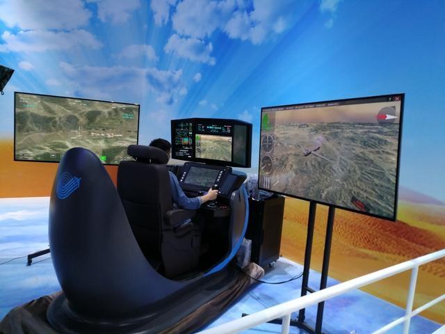 彩虹无人机操作舱面世,外形科幻炫酷,军迷坐进去也能学开无人机