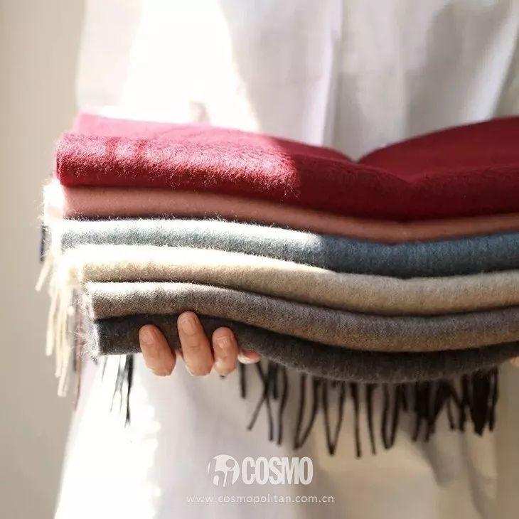 低领毛衣怎么搭配丝巾