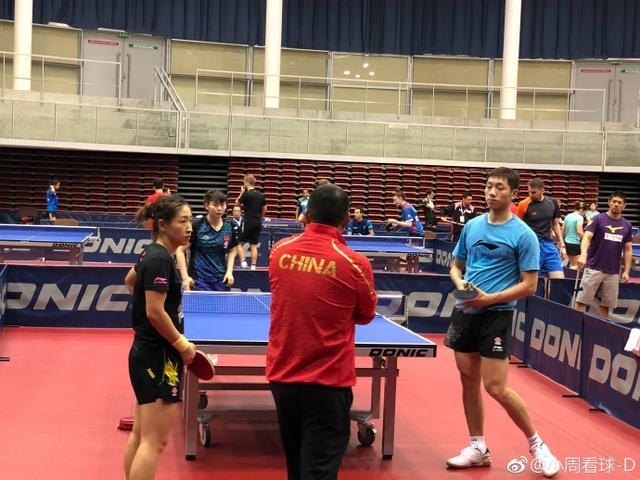 刘国梁出手指导2奥运冠军训练 世界第一被叫来当陪练