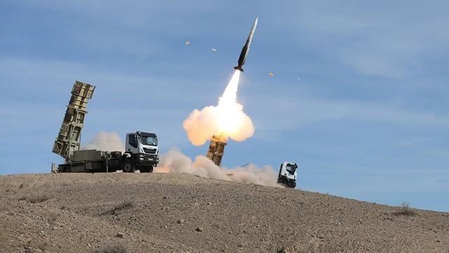 大国公布新型防空导弹,猛烈开火向美国示威,