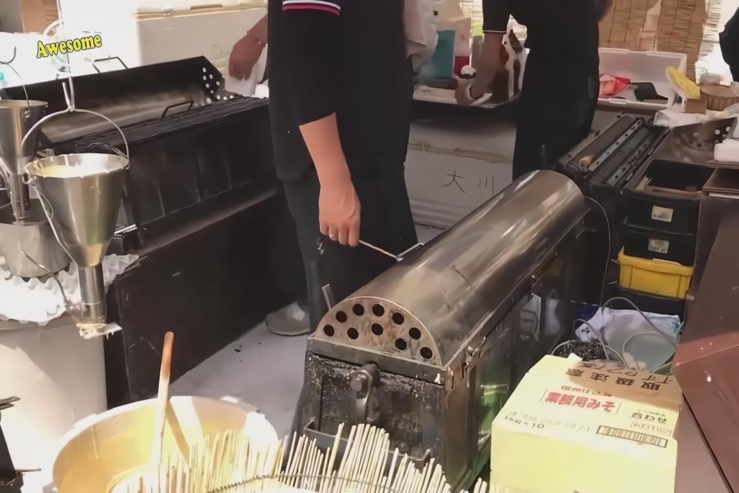日本街头美食,现做牛奶鸡蛋糕,网友:这手速绝对是个王者