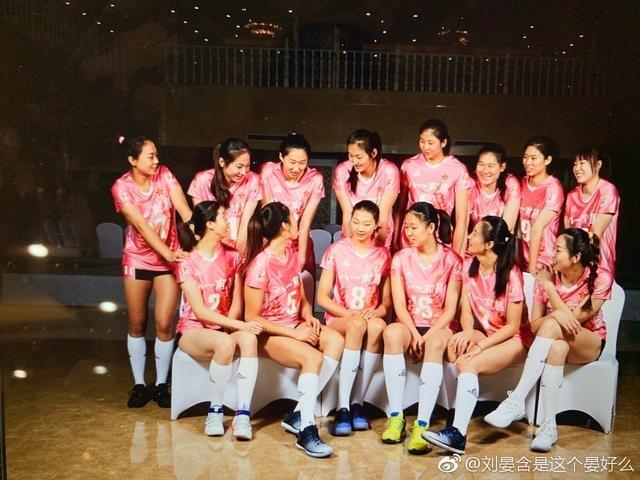 八一女排身穿全新粉色战袍惊艳亮相!3世界冠军+4新老国手领衔强阵