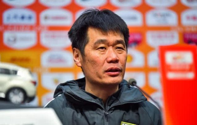李霄鹏谈成最佳主帅:是对中国足球的期望 中国人能干好足球