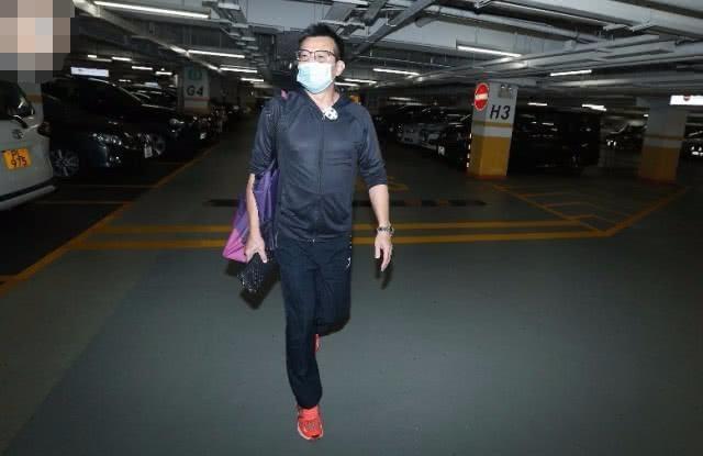 最经典乔峰戏外比戏内深情,黄日华停工照顾疑血癌复发的太太