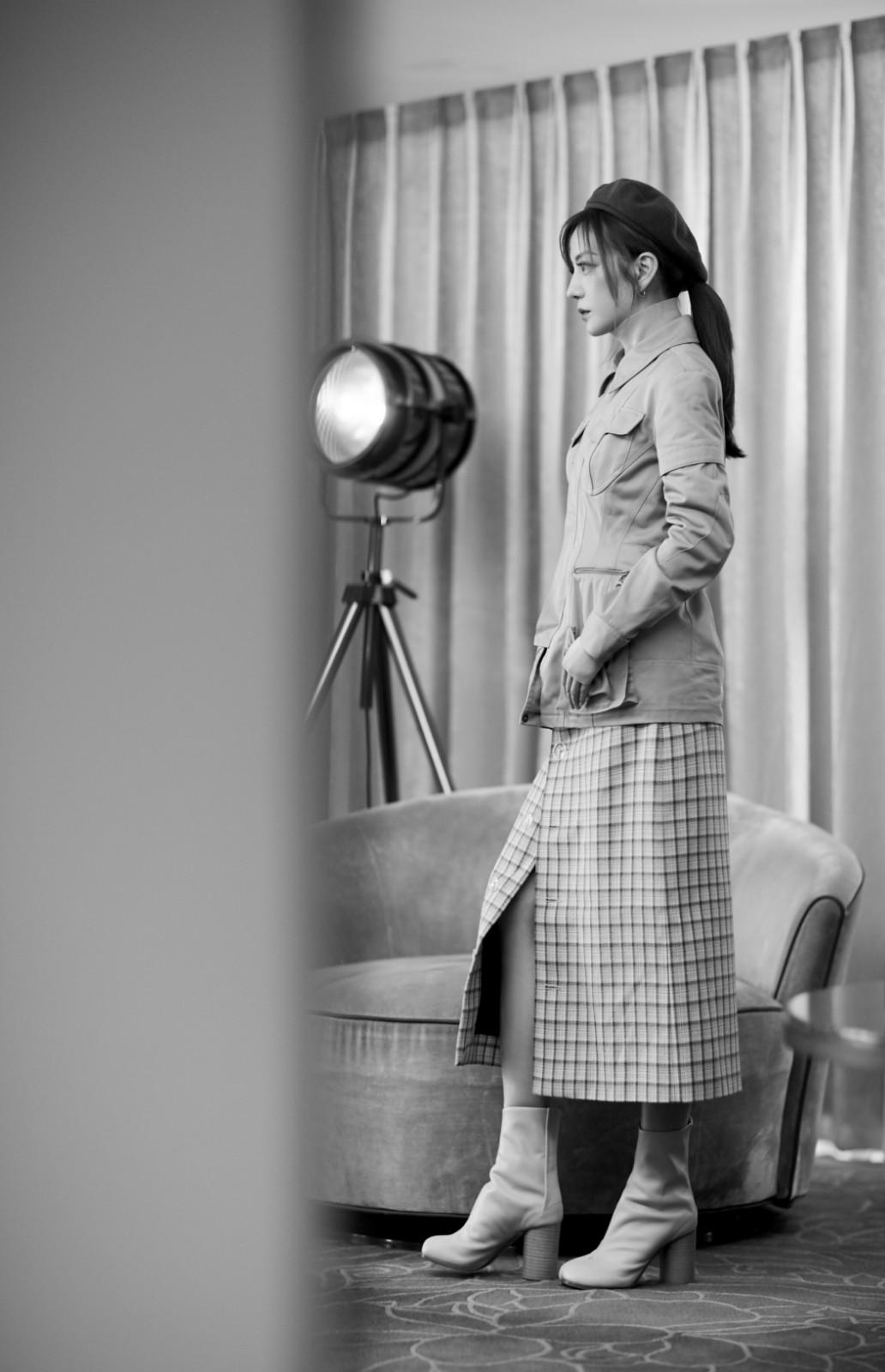 赵薇亮相时装电影盛典 复古工装造型展时尚态度