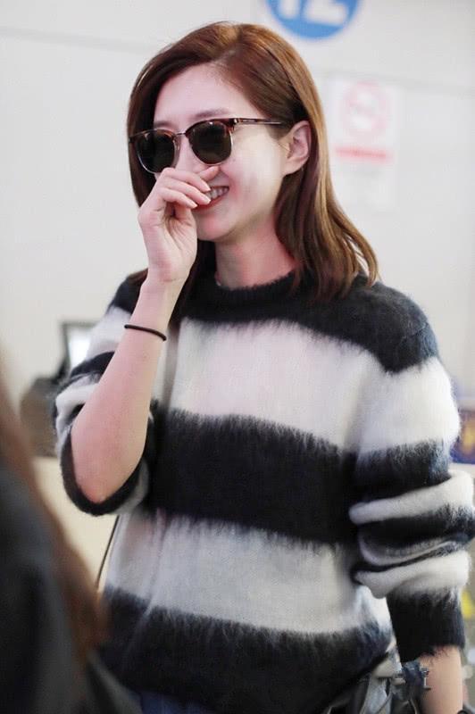 女星们穿的针织毛衣各不相同迪丽热巴的毛衣好有男友力_凤凰彩票