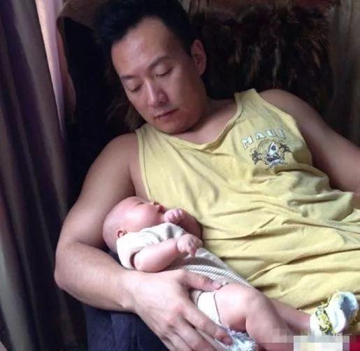 他是丁克,不料妻子40岁意外怀孕,如今沦为…(图)