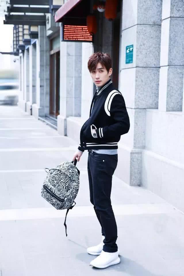 朱一龙古装清爽帅气现实时尚搭配炫酷霸气真是从古装帅到现代_体