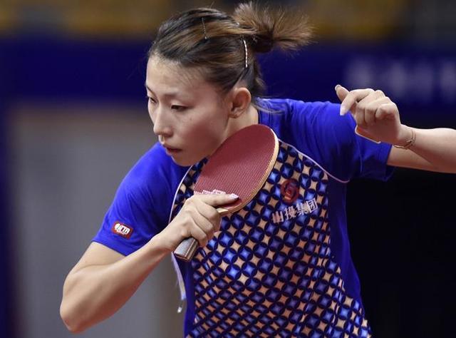 意外!国乒女队副队长比赛中突然摔倒 无奈宣布退赛