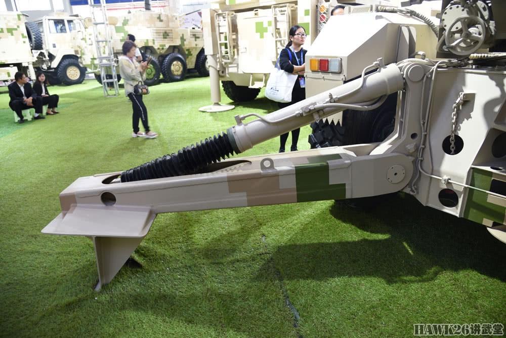 细看SH15车载加榴炮 弹药盖上四个字都啥意思?