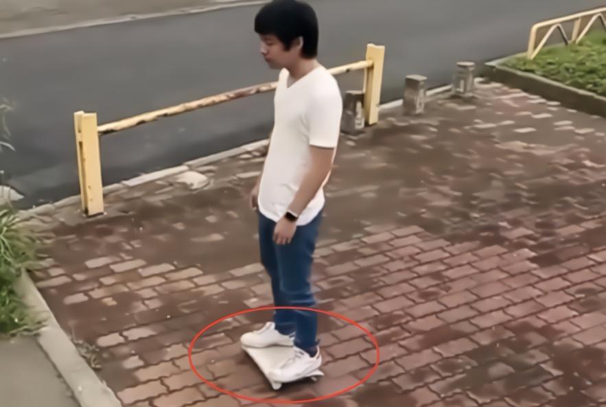 """日本造最小便携""""电动车"""",可放到口袋里随身带,续航仅1小时!"""