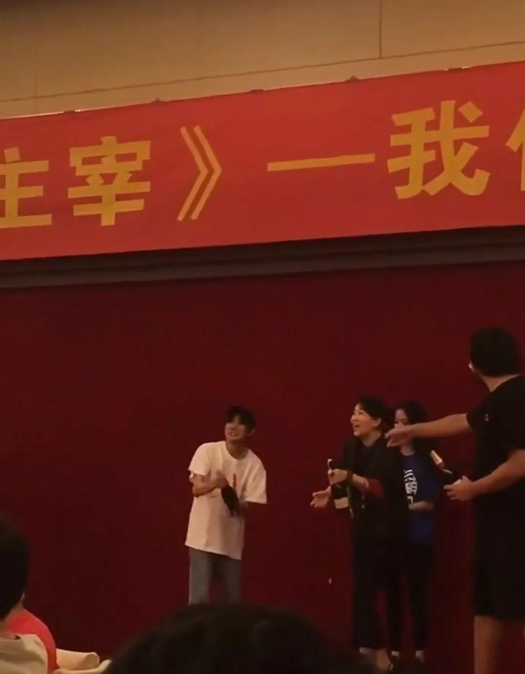 王源成年后喝酒的手法和未成年时区别很大粉丝:更加娴熟了_七星