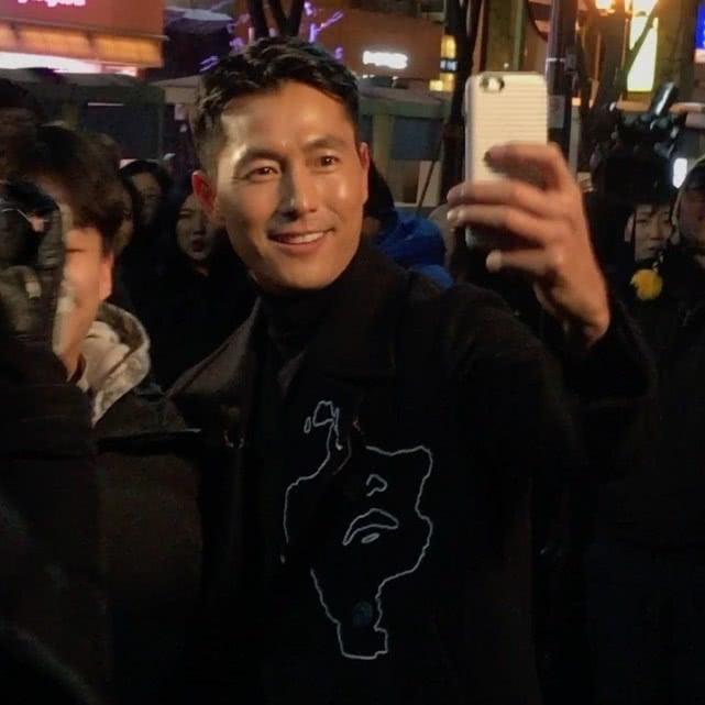 郑雨盛大叔被19岁的女粉丝求婚,他用一句话回答太暖心