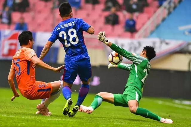 李霄鹏率队创造中超土帅历史锁定最佳主帅 鲁能58分联赛第三