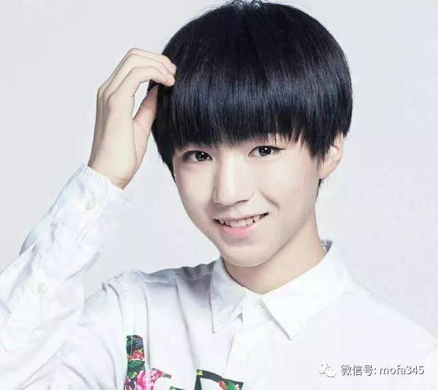 王俊凯换新发型,括号刘海无愧颜值担当图片
