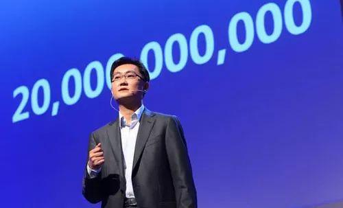 马化腾刘炽平内部讲话:烤鱼灯箱广告牌图片腾讯面临的挑战有周期性,但根基没有受到冲击