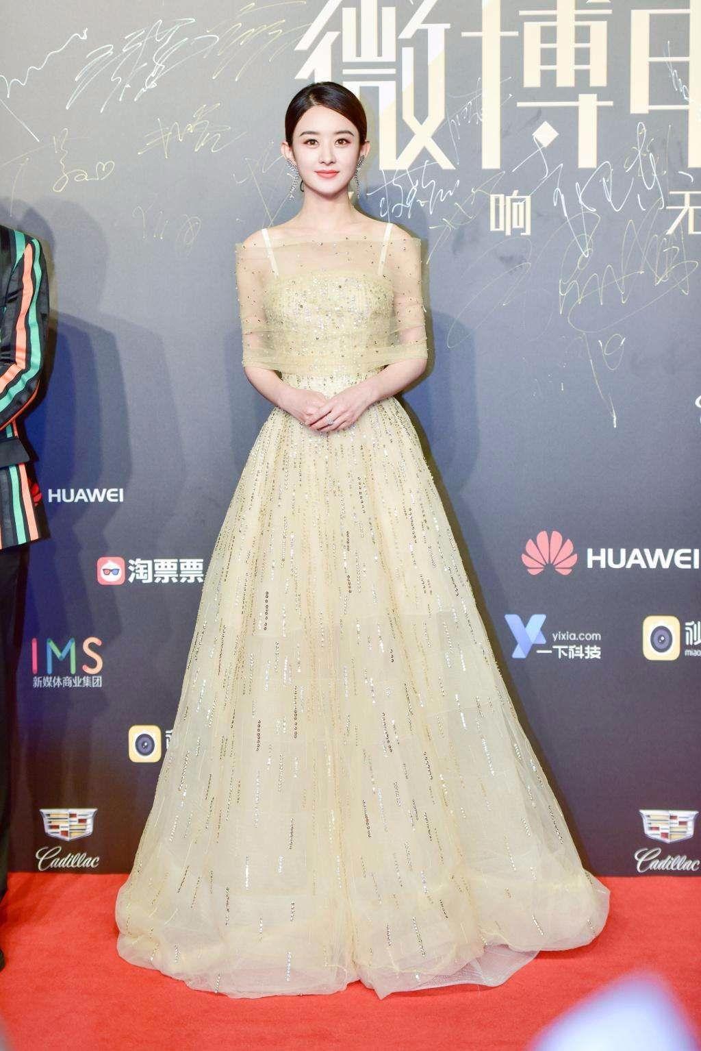 韩国女神泫雅撞衫赵丽颖完败自然脸就让泫雅比不上_七星彩明月珰