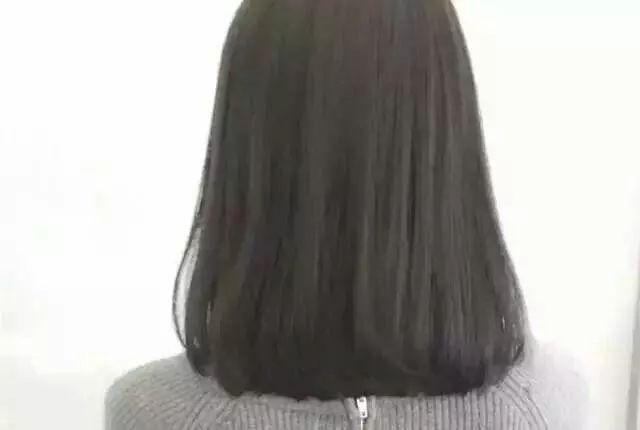 中长发发梢微卷的发型,美女中长发发尾内扣微卷背影图片,拿走不谢!
