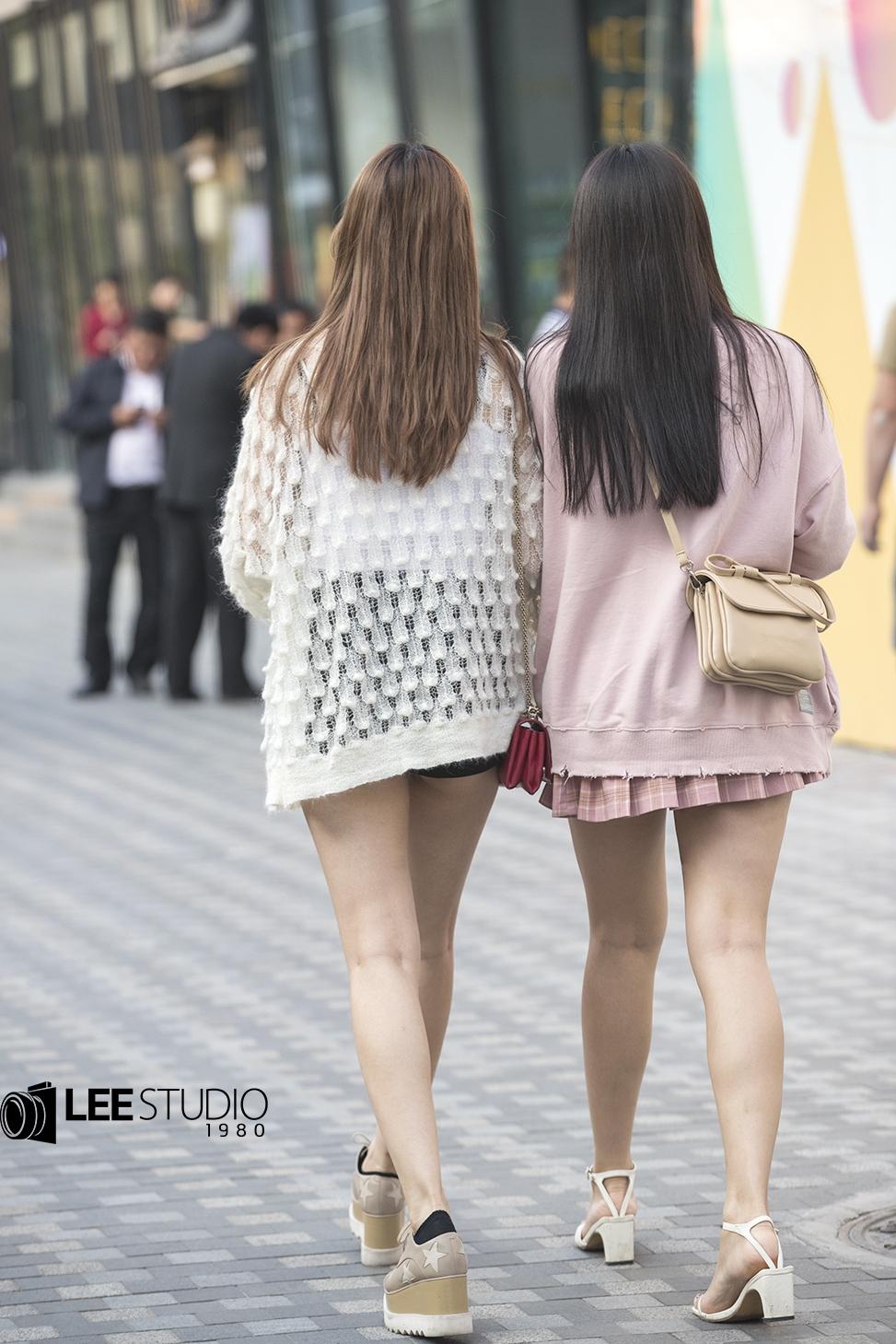 街拍;针织开衫怎么搭配好看,这样搭配并不俗气