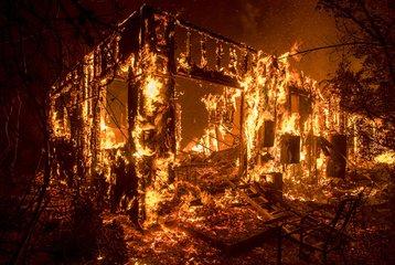 美加州山火失踪人数228人,31人死亡,烧毁多座豪宅,他最倒霉