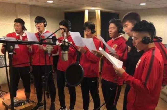 上港夺冠庆功宴!巴西三外援合唱+徐根宝现身 全队黄浦江巡游