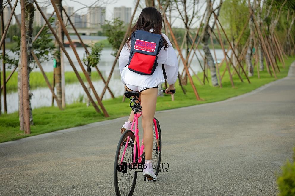 街拍:搭配青春靓丽,那些女生骑自行车跑步的好处-领骑网