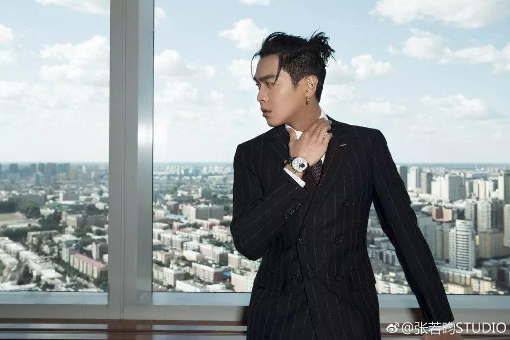 张若昀   拿作品说话的他,时尚和颜值也从没落下!
