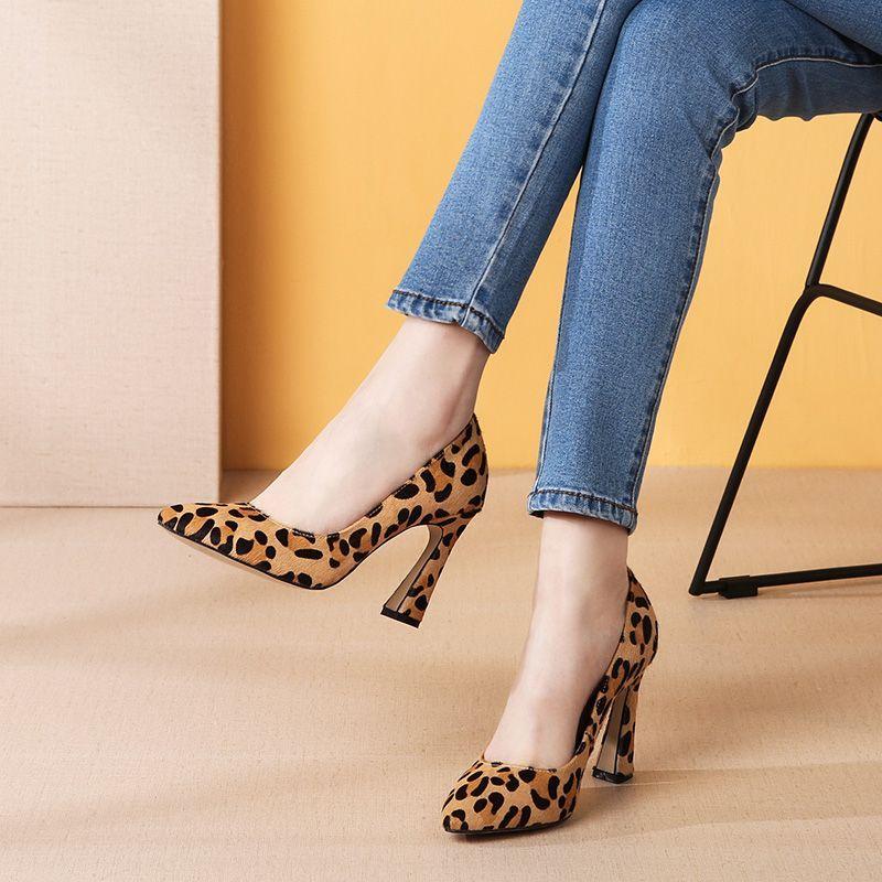 尖头浅口高跟鞋,精致细高跟v尖头,显女人a尖头的名片设计情趣内衣图片