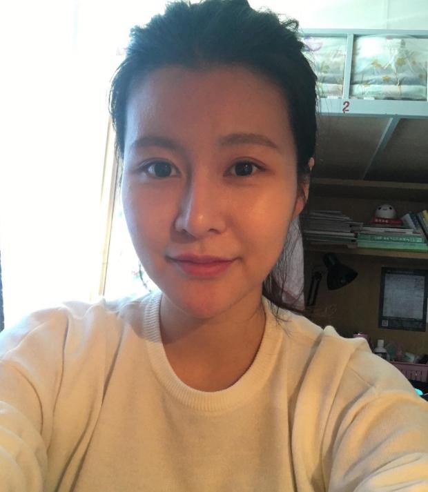 黄宏全家福罕见曝光,25岁女儿颜值超高