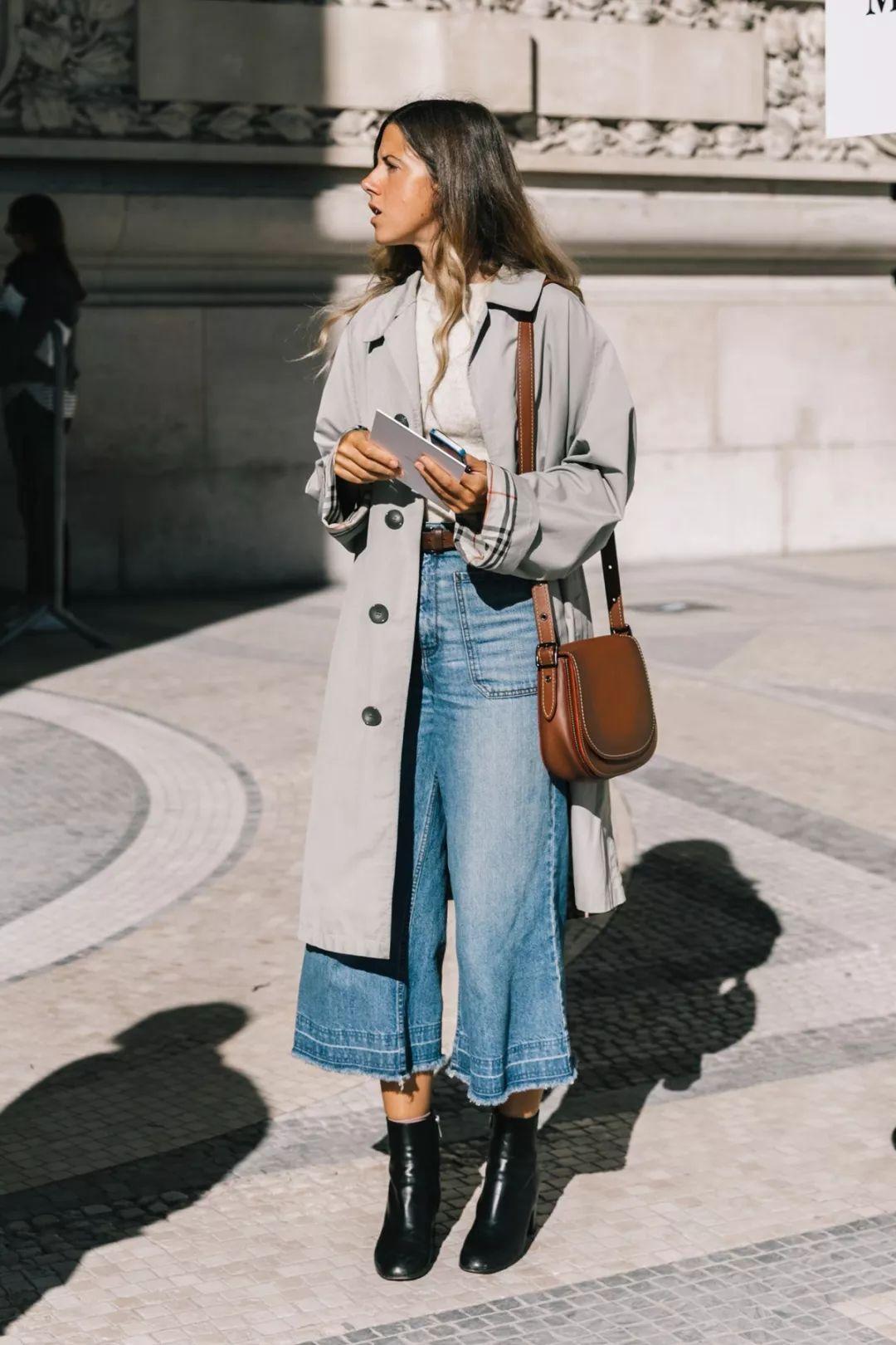 趁着屋外还有暖阳,穿上一条风度潇洒的阔腿裤,搭配皮质切尔西短靴,又