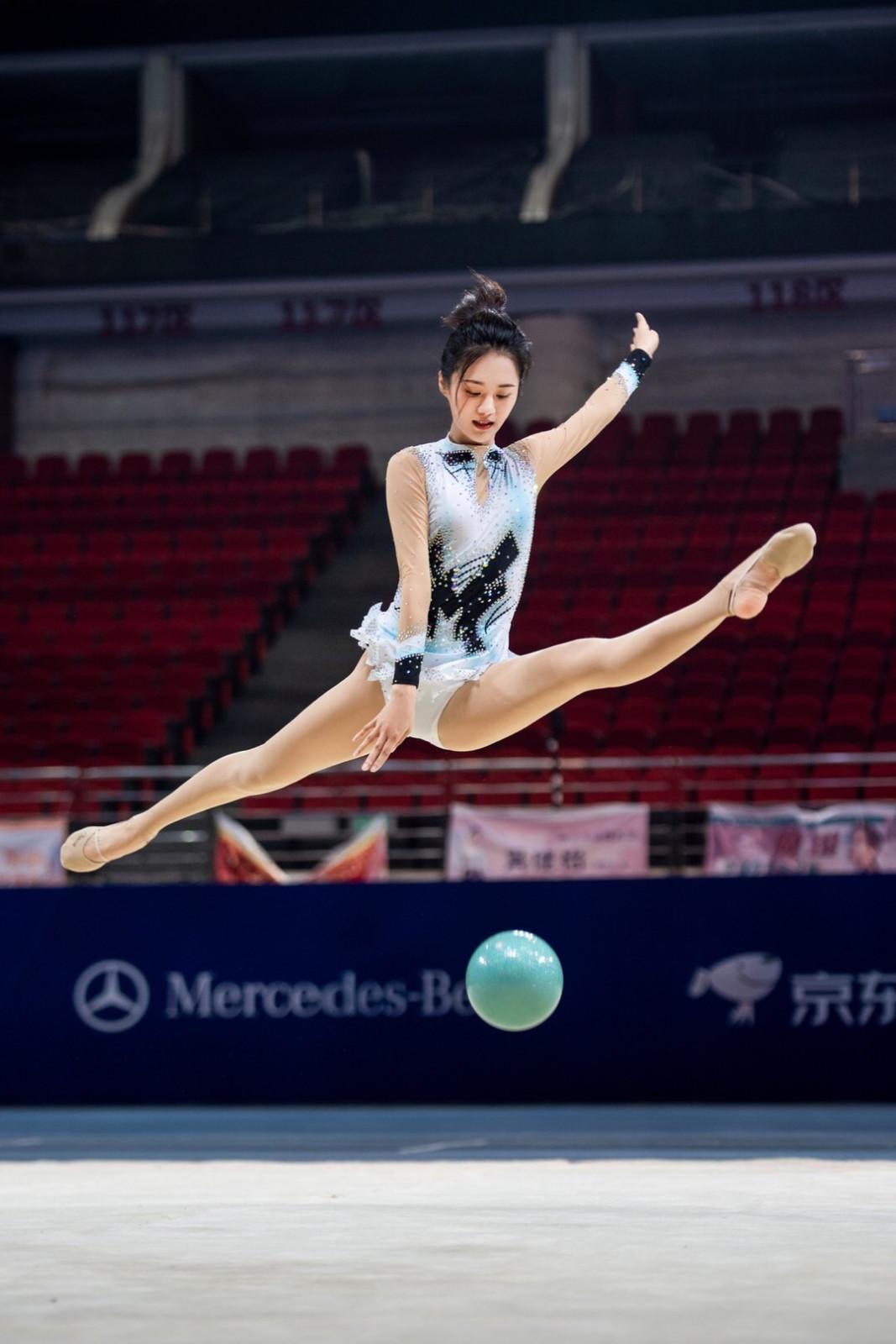 安悦溪艺术体操惊艳星运会化身跃动精灵无畏挑战