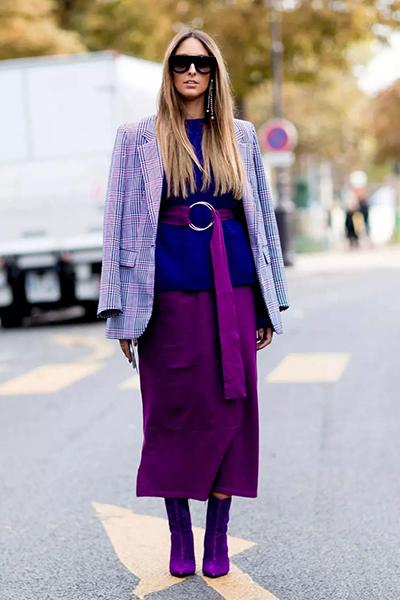 紫色半裙配什么上衣_夕猫:紫色短靴搭配什么衣服,穿出自我风采!