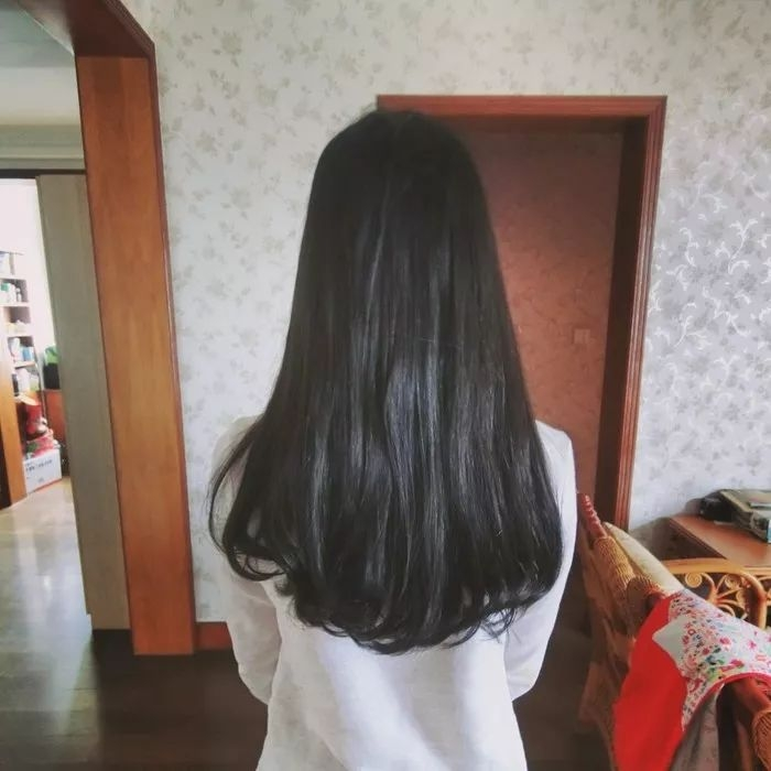 女生中长发背影大全,心动了吗?图片