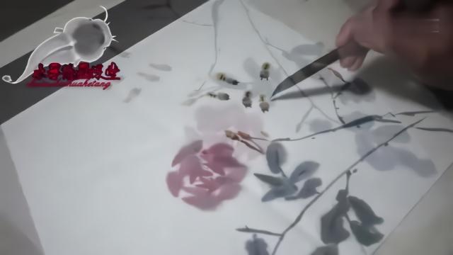 一幅水墨画蜜蜂采蜜图,小朋友既学习了绘画,也认识了小蜜蜂图片